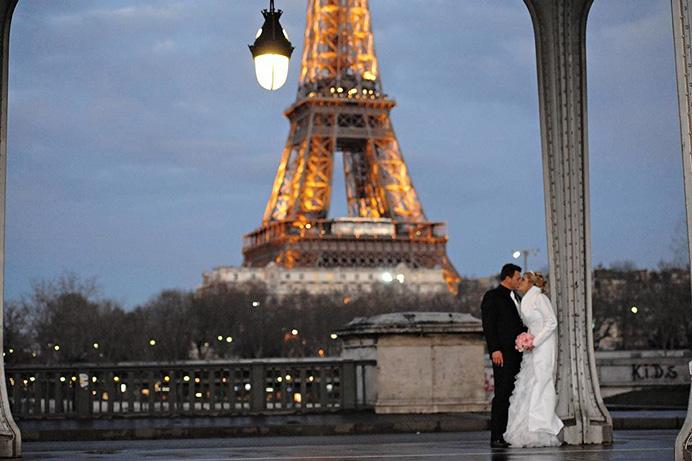 Love Gracefully Ceremonies Eiffel Tower