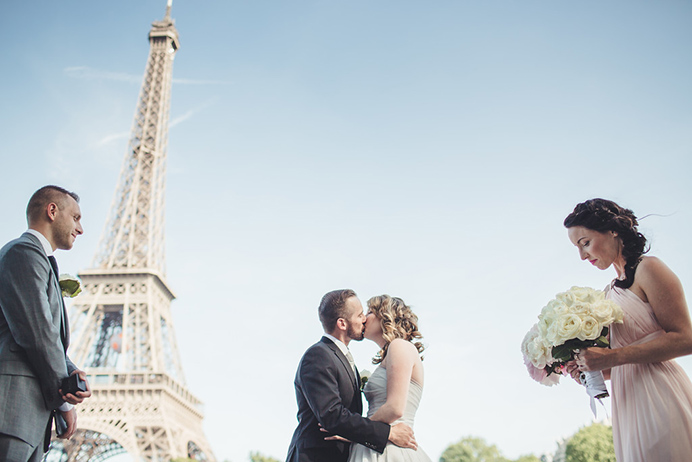 Love Gracefully ceremonies at Eiffel Tower