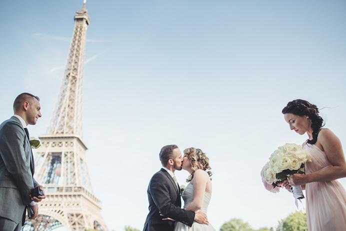 Love Gracefully ceremonies at Eiffel Tower