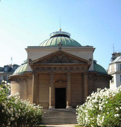 Love gracefully Chappelle Expiatoire in Paris