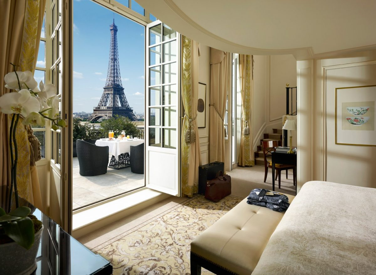 Love gracefully Shangri-La Suite Paris