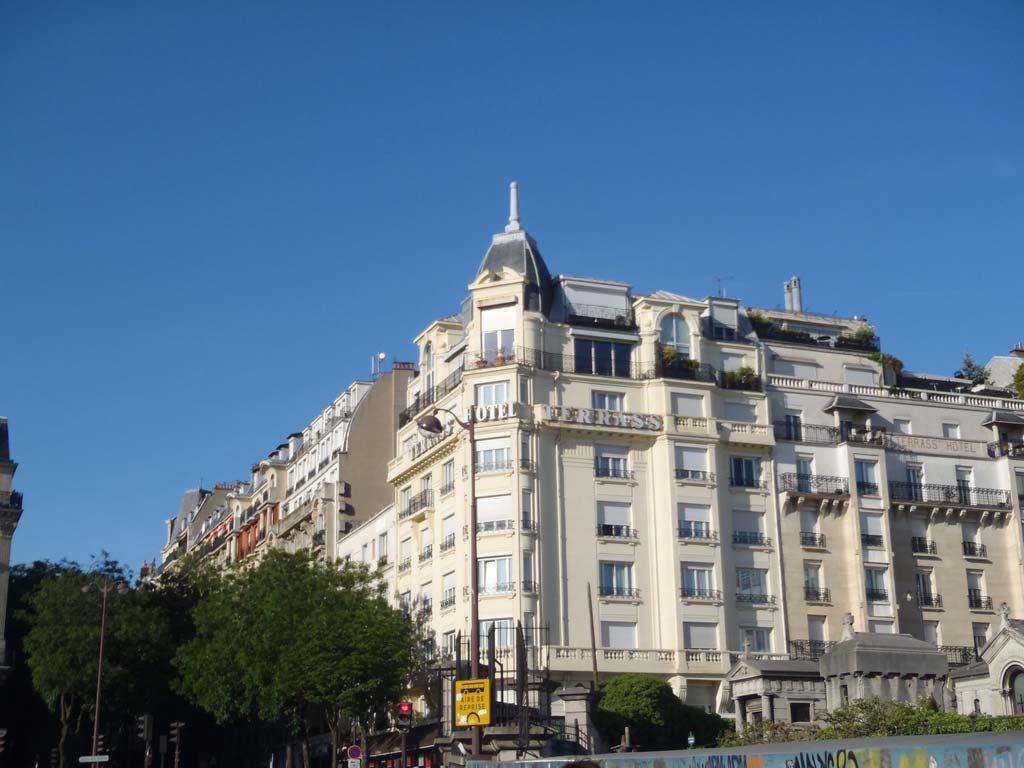 Love gracefully Terrass hotel Paris