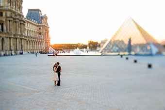Elope in front of the Louvre Museum in Paris
