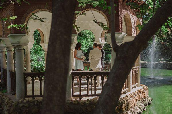 Romantic elopement in Seville in Maria Luisa Park