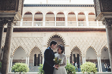 Best spots to elope in Seville? Contact us!