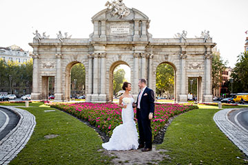 Sunny and warm elopements in Madrid