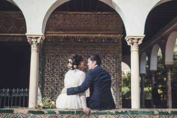 Kiss in Plaza España, Seville, after romantic elopement