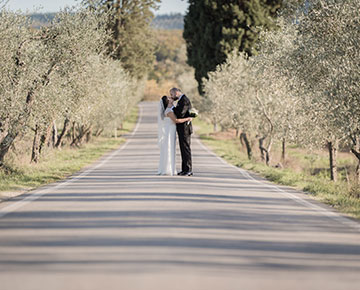 Romantic ceremony in olive trees in Florence
