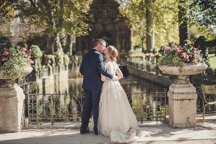 Love Gracefully ceremonies in Luxembourg Gardens